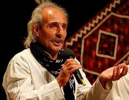 ایرج رحمانپور در تالار وحدت آواز می خواند