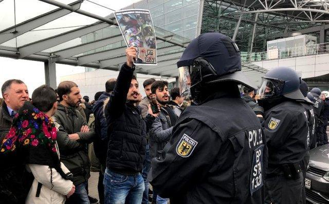 تظاهرات کردهای آلمان و انگلیس علیه ترکیه و بسته شدن 2 ایستگاه قطار در لندن