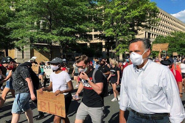 میت رامنی به صف معترضین ضد نژادپرستی پیوست