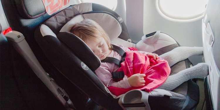 شرایط و قوانین بلیط هواپیما برای بچه ها