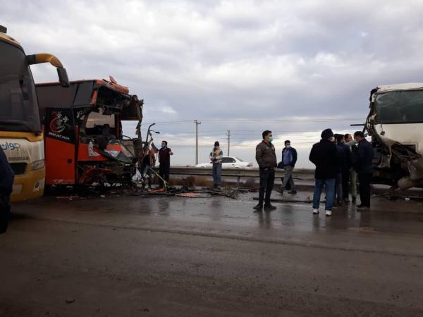 خبرنگاران تصادف زنجیره ای در اتوبان کرج - قزوین 12 مصدوم برجای گذاشت