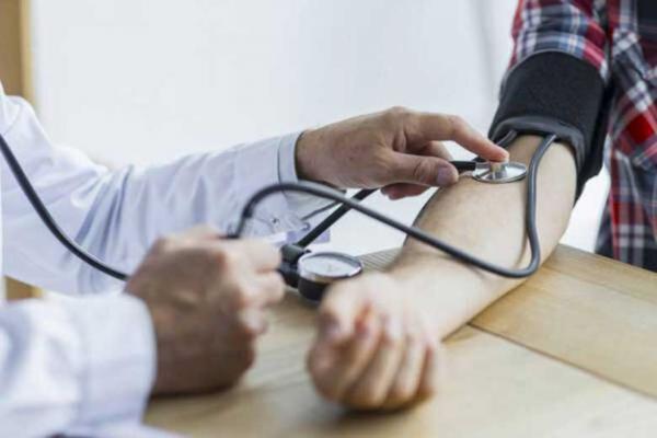 کنترل فشار خون بالا با مصرف غلات کامل ، نمک بی نام و نشان نخرید