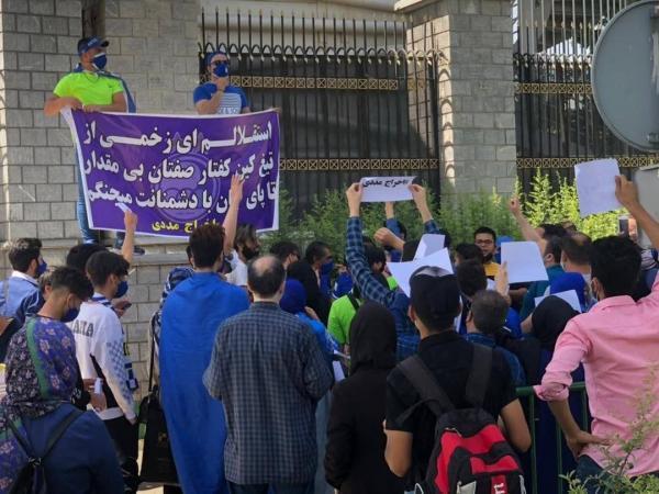 تجمع طرفداران استقلال مقابل مجلس