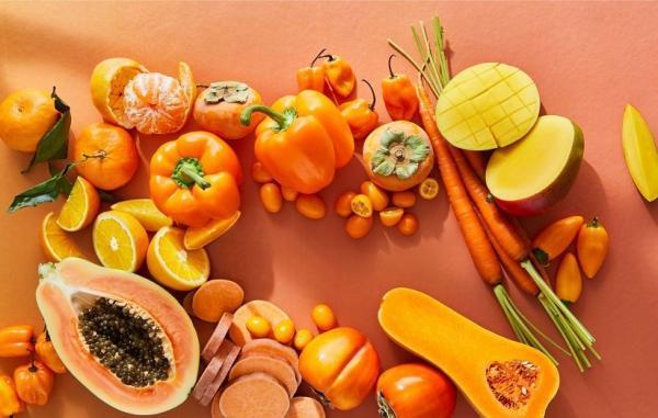 15 خاصیت بتاکاروتن برای پوست، مو و سلامتی (و منابع غذایی سرشار از آن)